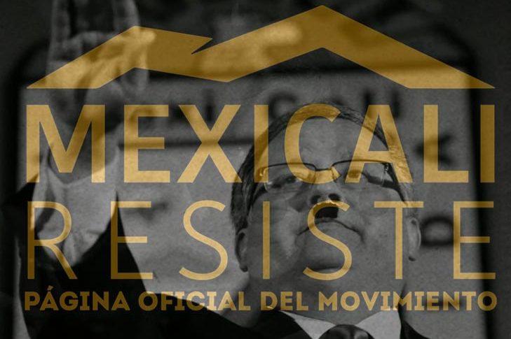 Gustavo Sánchez con el logo de Mexicali Resiste.