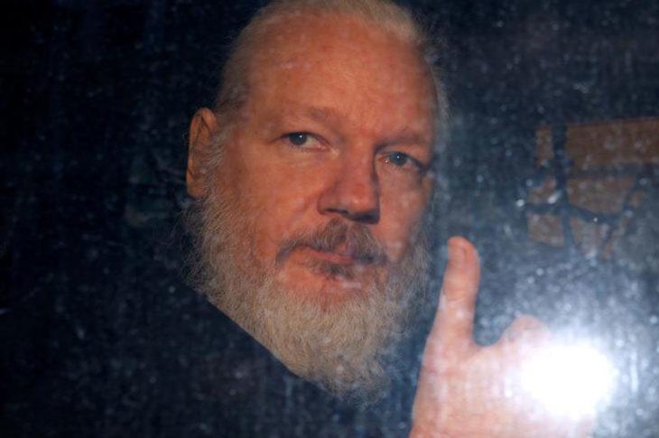 julian assange detenido.