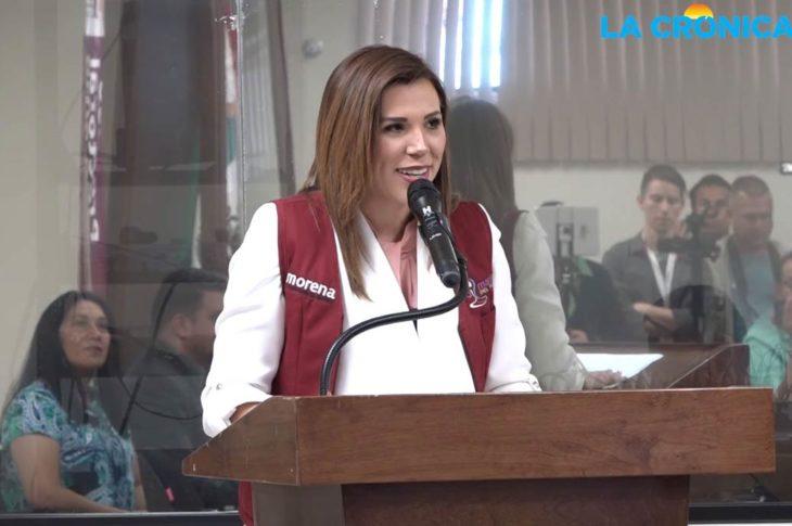 Marina del Pilar dando su discurso como candidata a la presidencia municipal de Mexicali.