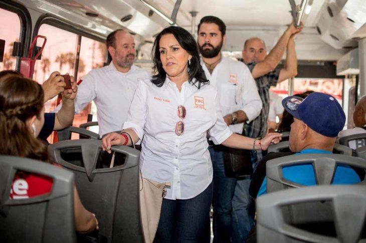 Elvira Luna junto a los candidatos del PBC