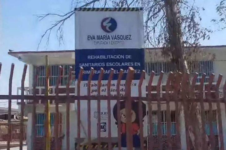 Propaganda electoral de Eva María Vázquez del PAN en una escuela primaria que será casilla básica.