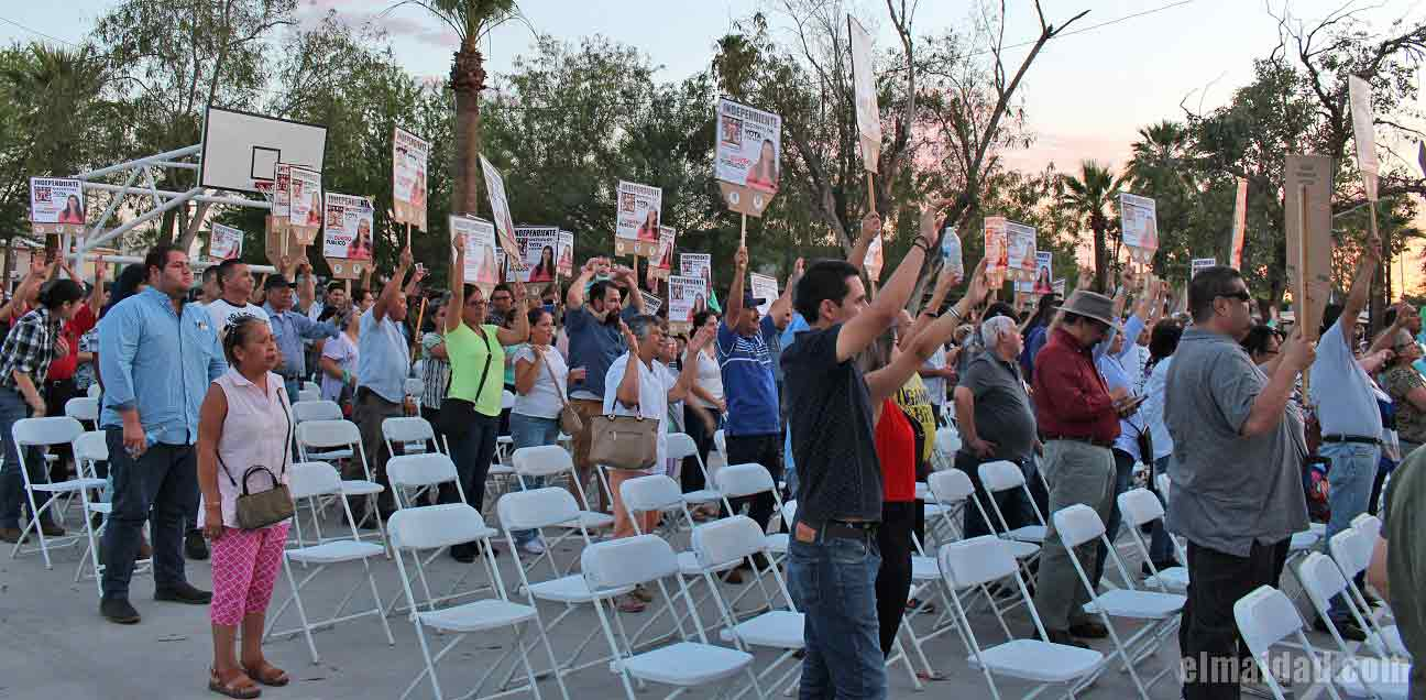 Asistentes al cierre de campaña de Fernanda Flores.