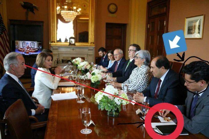 La foto que se hizo viral y por la cual Roberto Velasco ahora es apodado Lord Cacahuates.