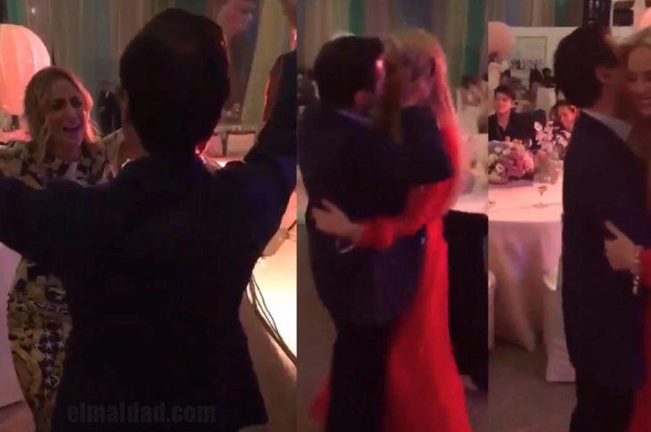 Enrique Peña Nieto bailando con dos rubias.
