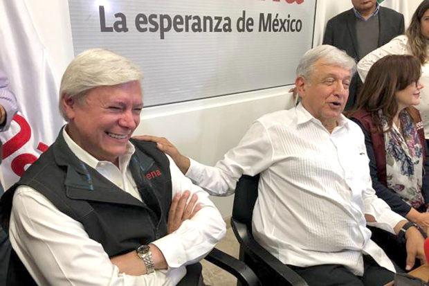 Jaime Bonilla junto a AMLO.