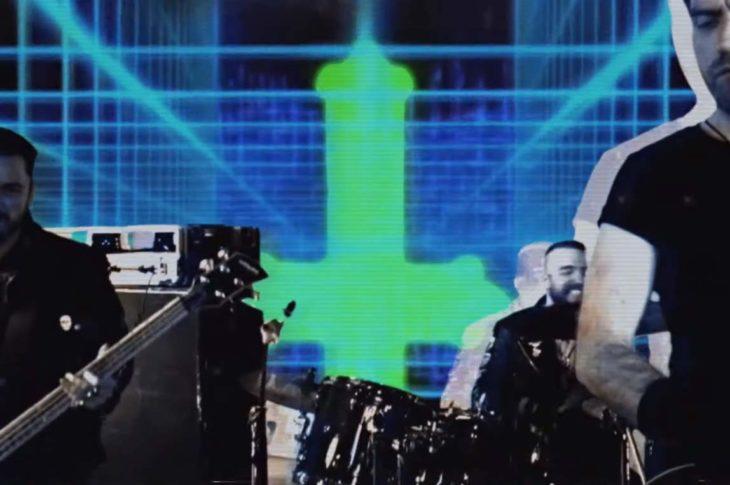 Captura de pantalla de Calabrese en el vídeo clip de King Prowler.