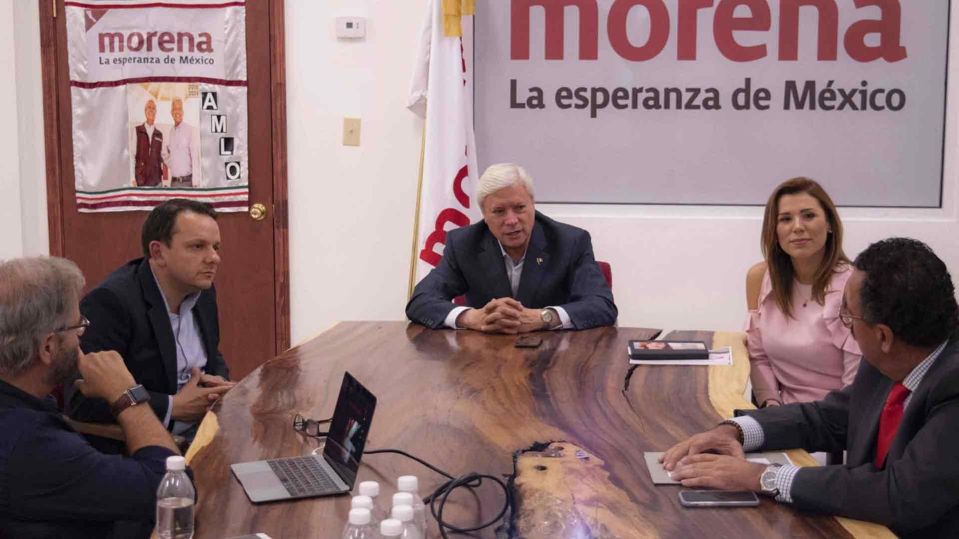 Carlos Torres, Jaime Bonilla y Marina del Pilar.