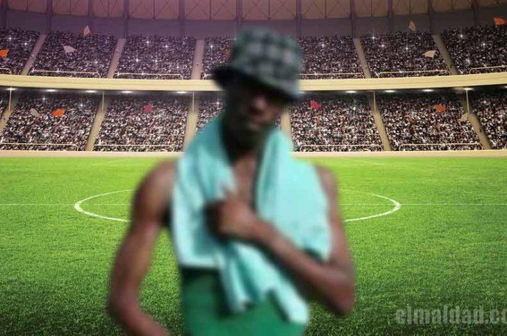 El negro de WhatsApp irrumpió en la cancha del estadio Cuauhtémoc.