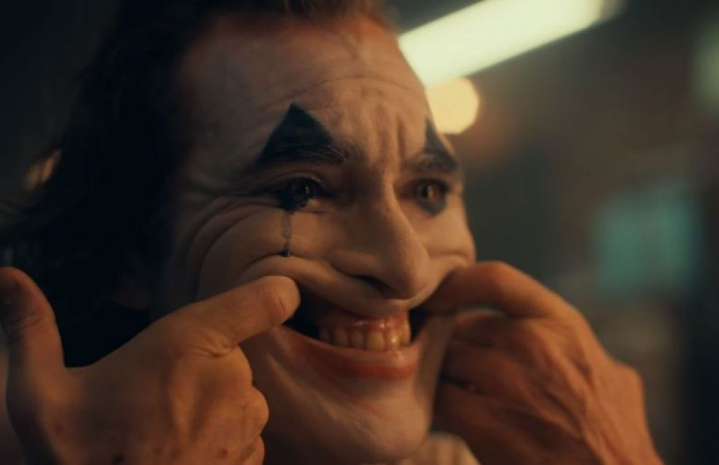 Joaquin Phoenix encarnando al Joker.