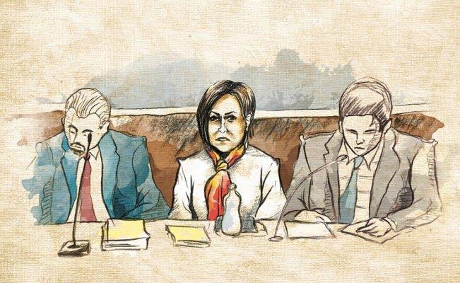 Rosario Robles junto con sus abogados.