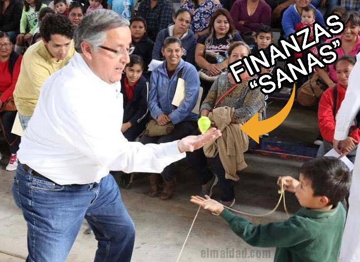 """Gustavo Sánchez tratando de mantener bajo control las finanzas """"sanas""""."""