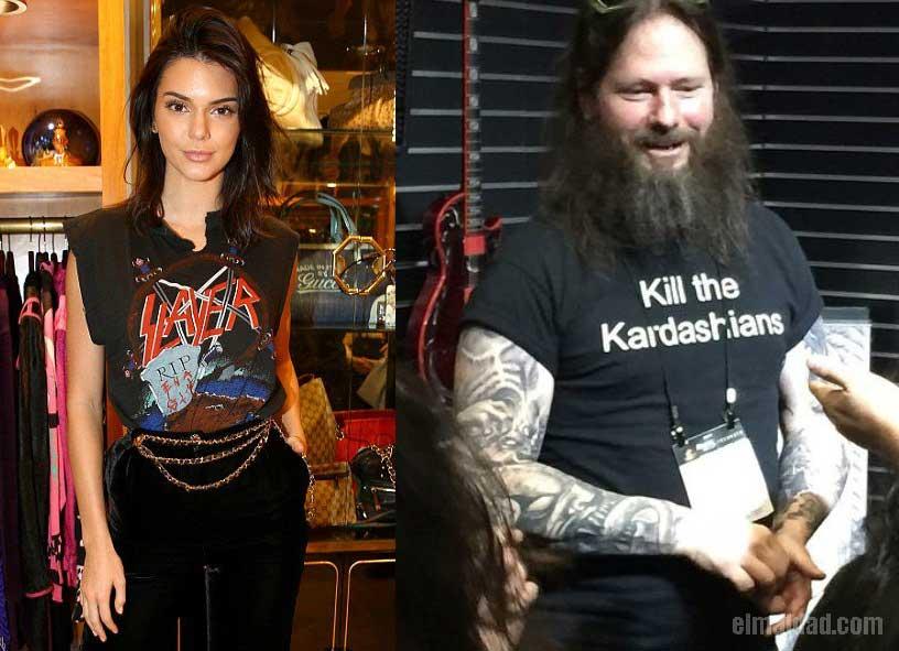 """Kendall con su camiseta de Slayer y Gary con su camiseta de """"maten a las Kardashians""""."""