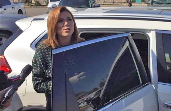 Marina del Pilar abordando su camionetota del año.