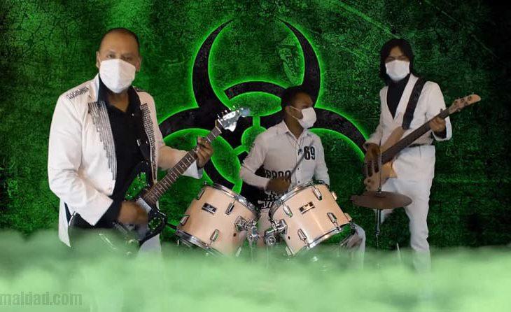 """Saxoman y los Casanovas tocando """"coronavirus""""."""