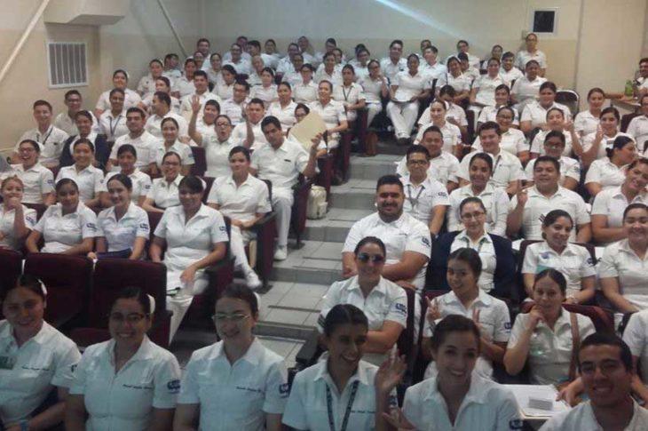 Estudiantes de enfermería de la Universidad Autónoma de Baja California (UABC) en Mexicali.
