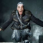 Till Lindemann en concierto con Rammstein.