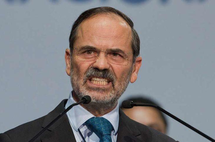 Gustavo Madero enojado.