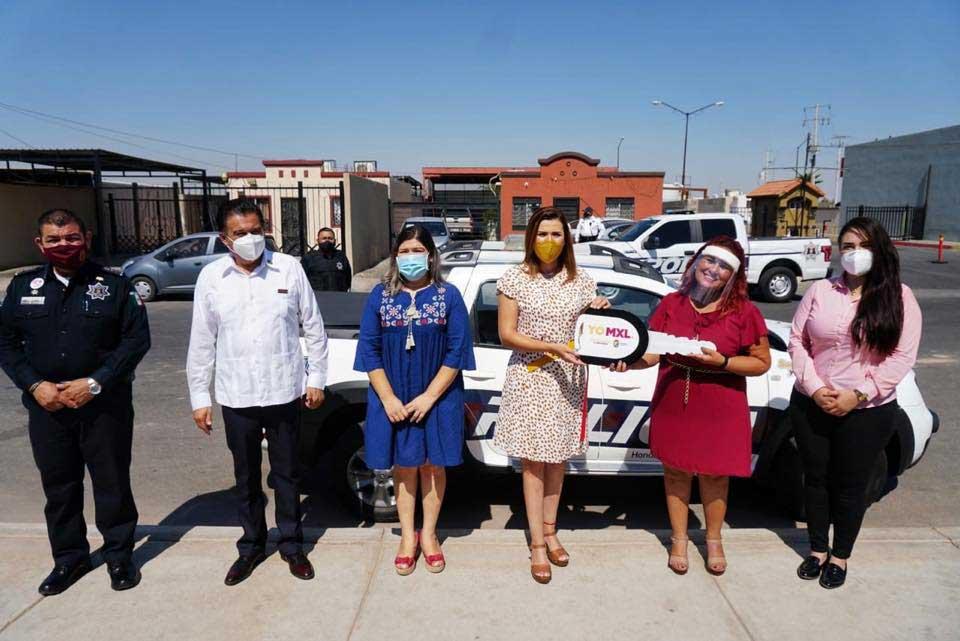 Marina del Pilar entrega patrulla al fraccionamiento Condesa en Mexicali.