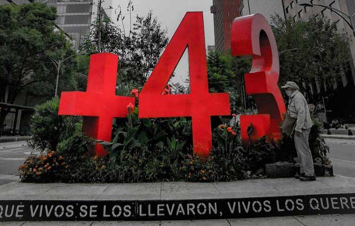 Foto del anti-monumento a los 43. Foto: Reporte Índigo.