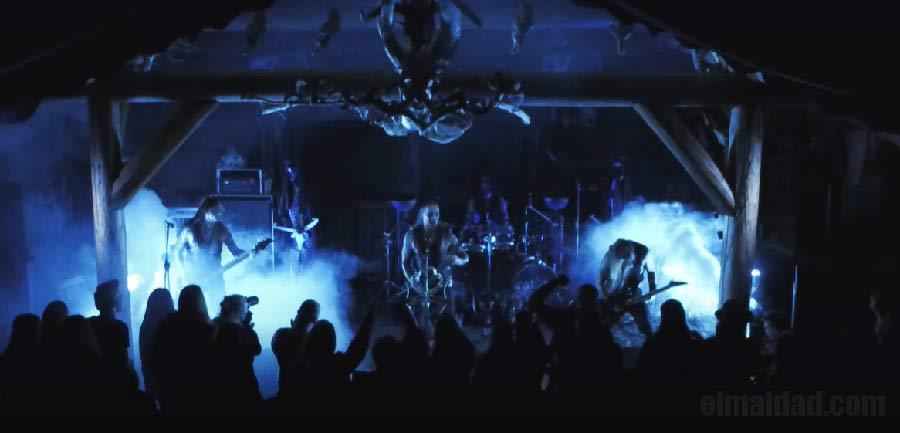 Uno de los momentos en el vídeo Necrodeamon Terrorsathan de Belphegor.
