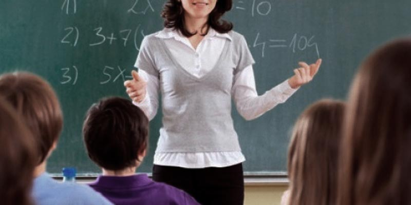 Maestra frente el aula, el encontronazo fue virtual.