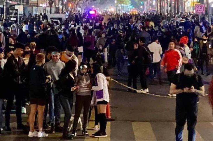 Así lucía la avenida revolución de Tijuana durante la noche de halloween. Foto: Síntesis TV.