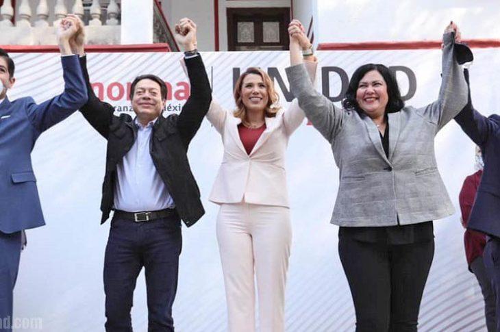 Marina del Pilar junto con el presidente de Morena y los otros contendientes que perdieron.