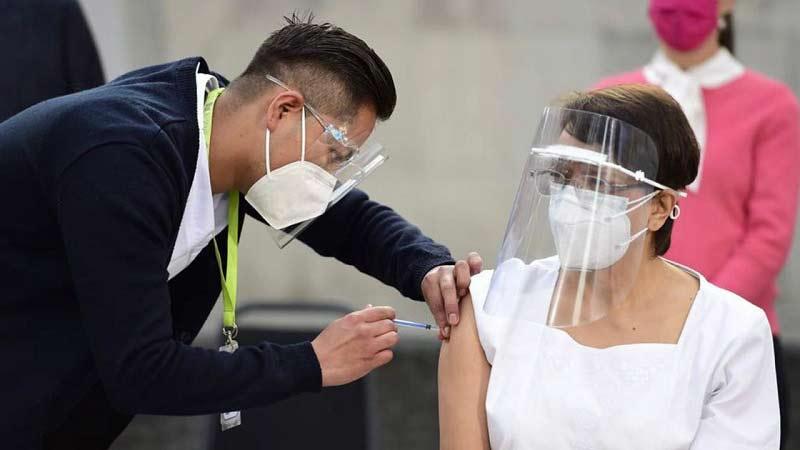Aplicación de la primera vacuna contra el covid-19 en CDMX.