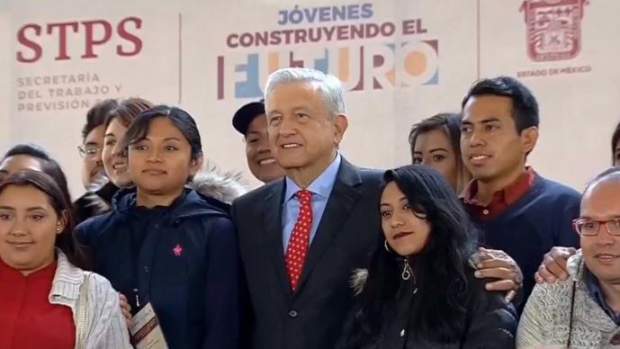 AMLO presentando el programa Jóvenes Construyendo El Futuro, en el 2018.