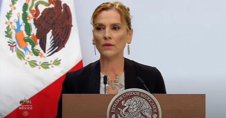 Beatriz Gutiérrez leyendo.