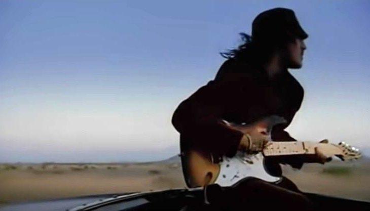 John Frusciante en el video de Scar Tissue.