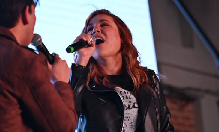 Marina del Pilar cantando. Foto: Sergio Caro.