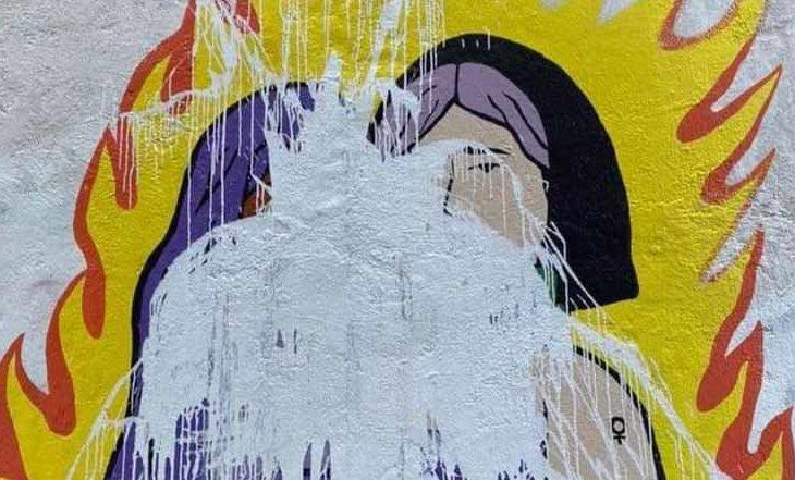 Mural feminista cubierto por ciudadanos de Chetumal, Quintana Roo.