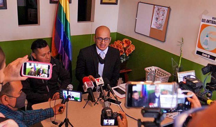 Abogado Márquez Saavedra en conferencia de prensa. Foto: Víctor Medina.
