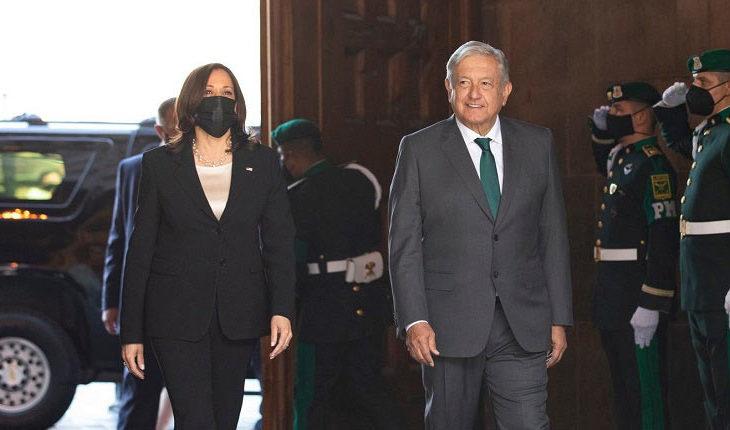 Harris y López en palacio nacional.