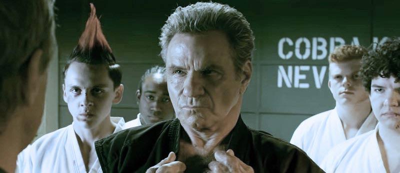 John Kreese tomando el control de Cobra Kai.