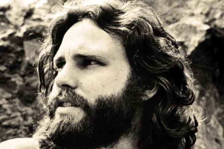 Jim Morrsion. Nacido el 8 de diciembre de 1943 y fallecido el 3 de julio de 1971.