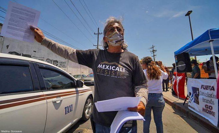 Activista en manifestación. Foto: Víctor Medina.