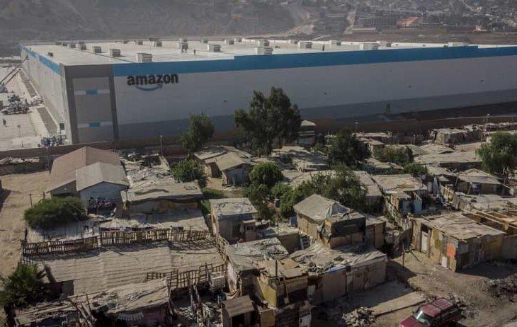 Foto de planta de envíos de Amazon en Tijuana.