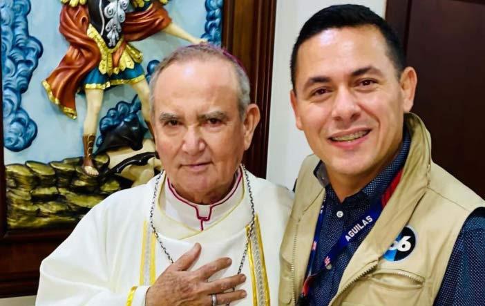 El obispo de Mexicali y Edgardo Ponce.
